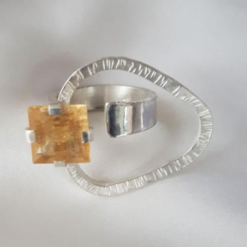 Open Overlap Ring with Quartz